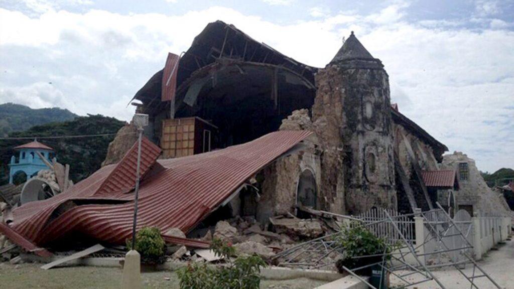 earthquake-central-visayas-1012013-AFP-2 300dpi